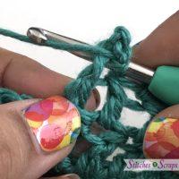 method 1 slip stitch - Picots 2 Ways Tutorial on StitchesnScraps.com